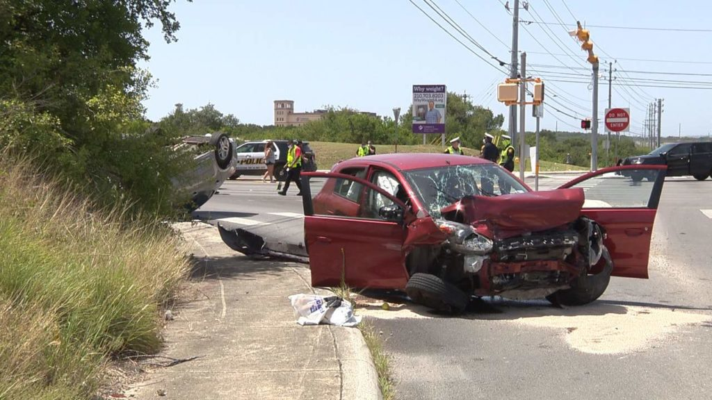 Woman Injured after Rollover Wreck in San Antonio